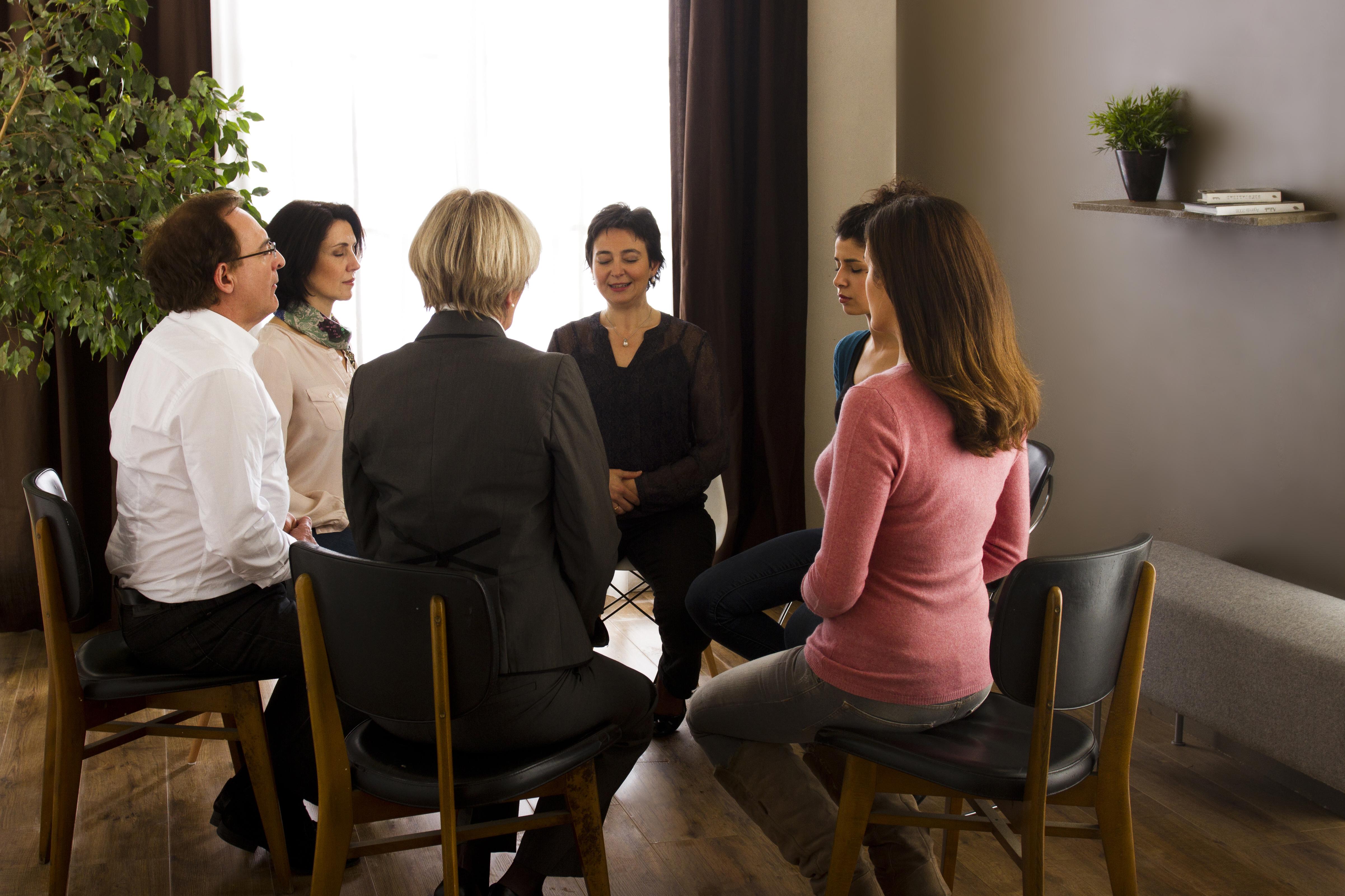 groupe pratiquant la sophrologie - Marie Duval sophrologue