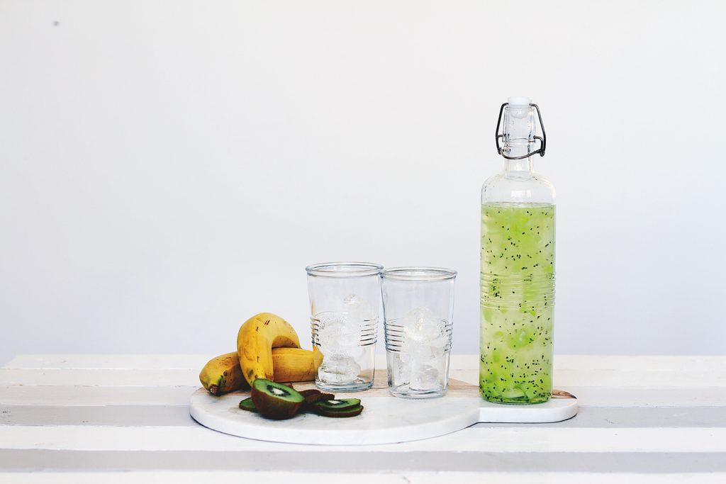 Bouteille et fruits -Marie Duval sophrologue