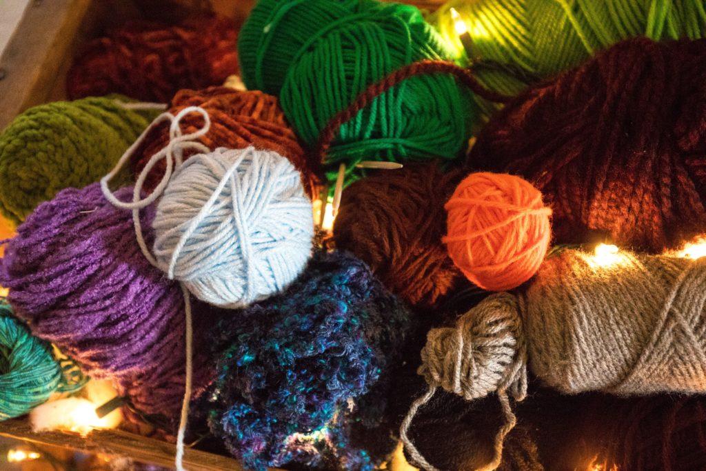 Pelotes de laine colorée-Marie Duval sophrologue