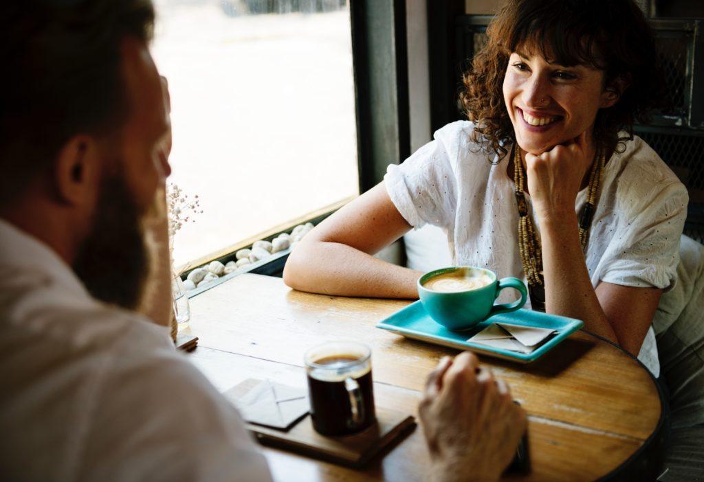 Un couple qui se sourie-Marie Duval sophrologie